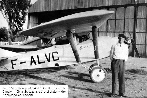 En 1938, l'élève-pilote André Geolle devant le Caudron 109 « Biquette » du chef-pilote André Noël (Jacques Lambert)