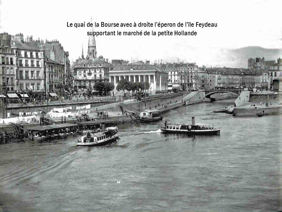Le quai de la Bourse avec à droite l'éperon de l'île Feydeau