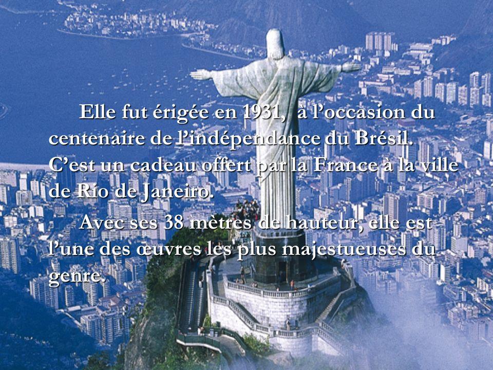 Elle fut érigée en 1931, à l'occasion du centenaire de l'indépendance du Brésil. C'est un cadeau offert par la France à la ville de Rio de Janeiro.