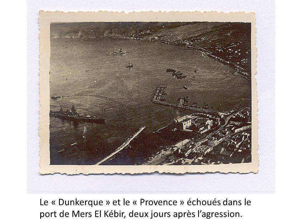 Le « Dunkerque » et le « Provence » échoués dans le port de Mers El Kébir, deux jours après l'agression.