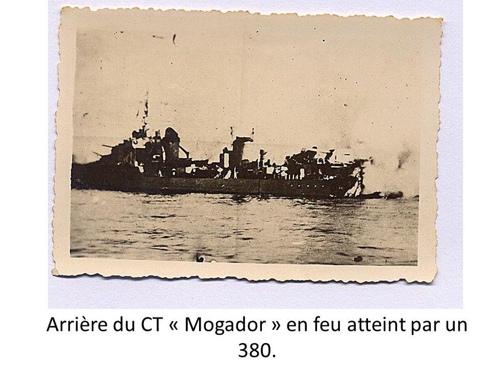 Arrière du CT « Mogador » en feu atteint par un 380.