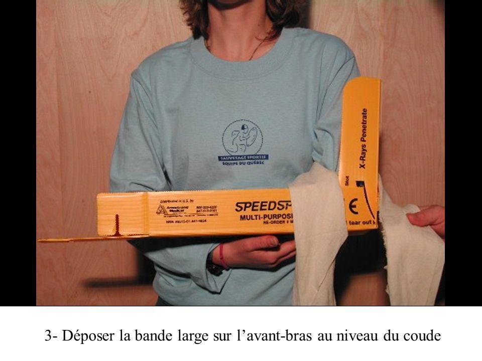 3- Déposer la bande large sur l'avant-bras au niveau du coude