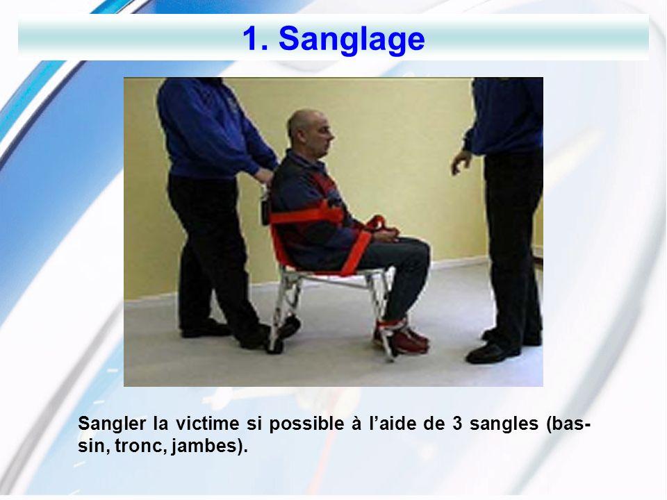 1. Sanglage Sangler la victime si possible à l'aide de 3 sangles (bas-sin, tronc, jambes).