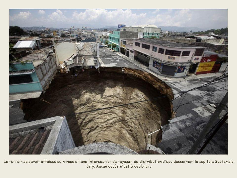 Le terrain se serait affaissé au niveau d «une intersection de tuyaux» de distribution d eau desservant la capitale Guatemala City.