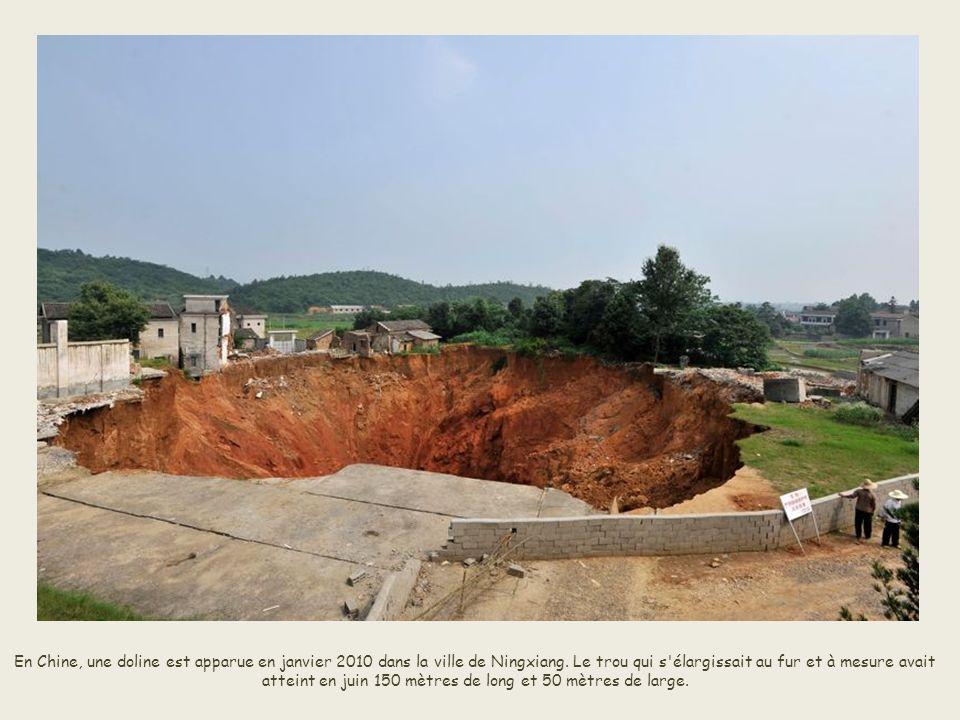 En Chine, une doline est apparue en janvier 2010 dans la ville de Ningxiang.