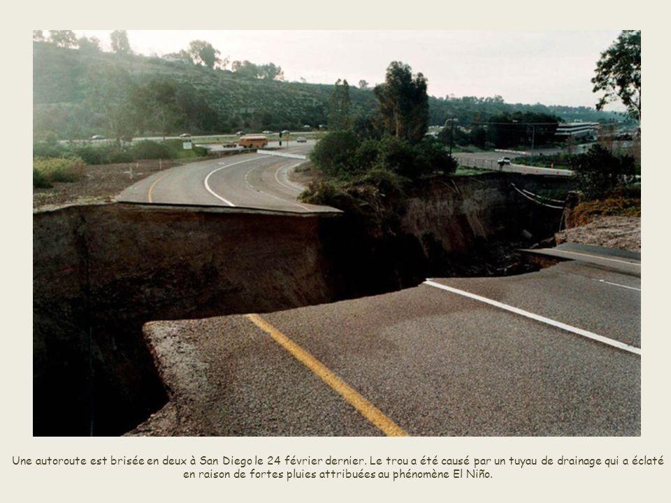 Une autoroute est brisée en deux à San Diego le 24 février dernier