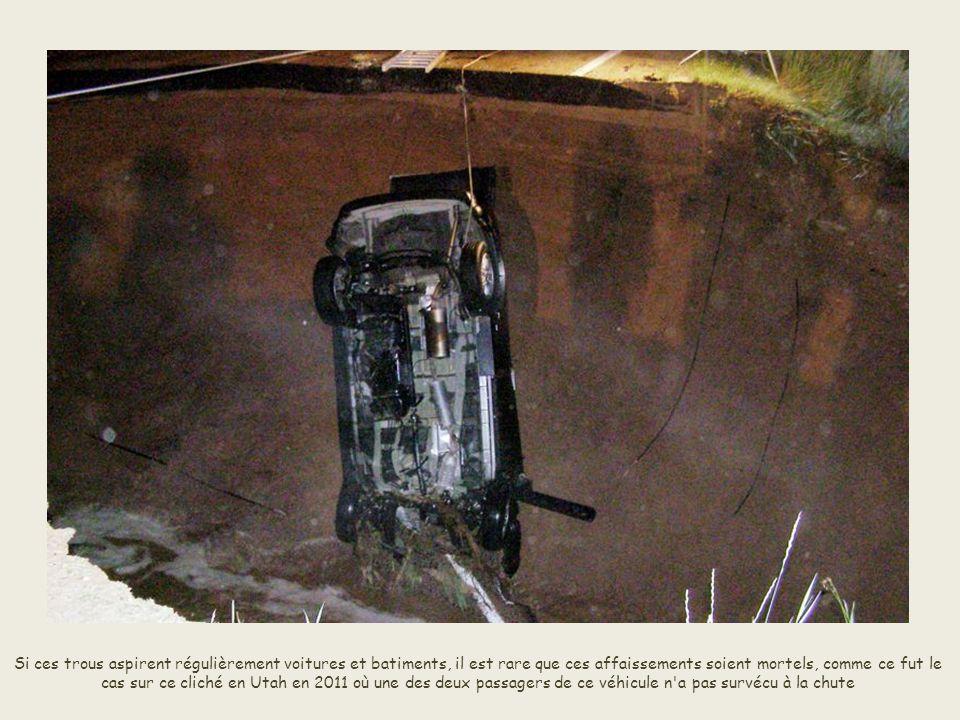 Si ces trous aspirent régulièrement voitures et batiments, il est rare que ces affaissements soient mortels, comme ce fut le cas sur ce cliché en Utah en 2011 où une des deux passagers de ce véhicule n a pas survécu à la chute