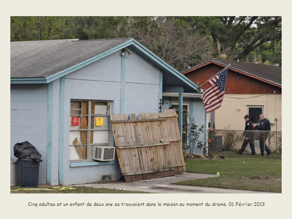 Cinq adultes et un enfant de deux ans se trouvaient dans la maison au moment du drame.