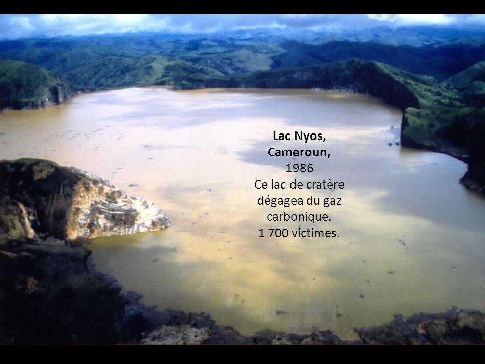 Ce lac de cratère dégagea du gaz carbonique.