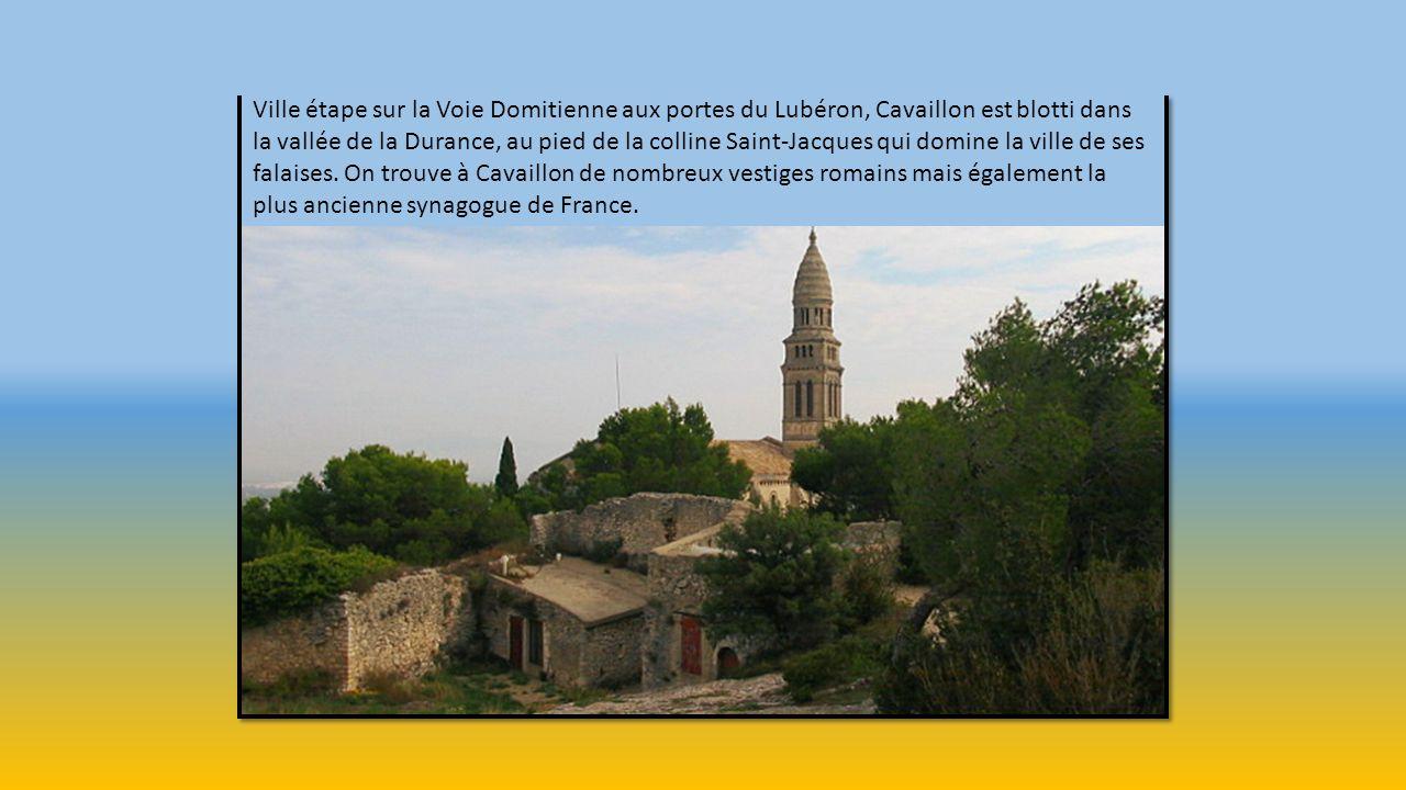 Ville étape sur la Voie Domitienne aux portes du Lubéron, Cavaillon est blotti dans la vallée de la Durance, au pied de la colline Saint-Jacques qui domine la ville de ses falaises.