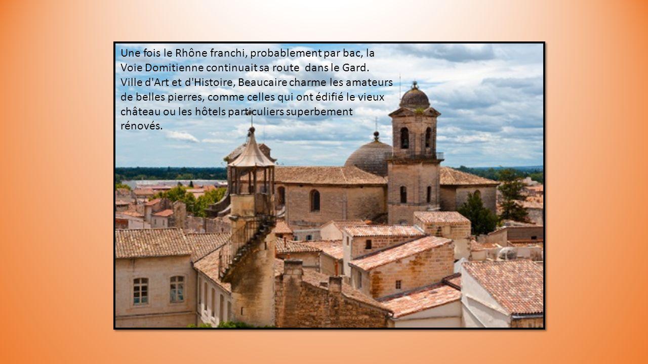 Une fois le Rhône franchi, probablement par bac, la Voie Domitienne continuait sa route dans le Gard.
