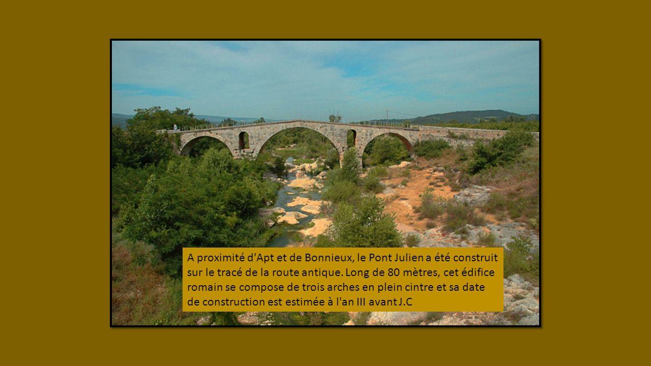 A proximité d Apt et de Bonnieux, le Pont Julien a été construit sur le tracé de la route antique.