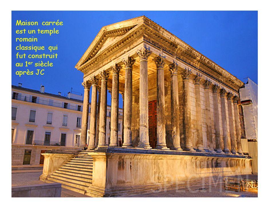 Maison carrée est un temple romain classique qui fut construit au 1er siècle après JC
