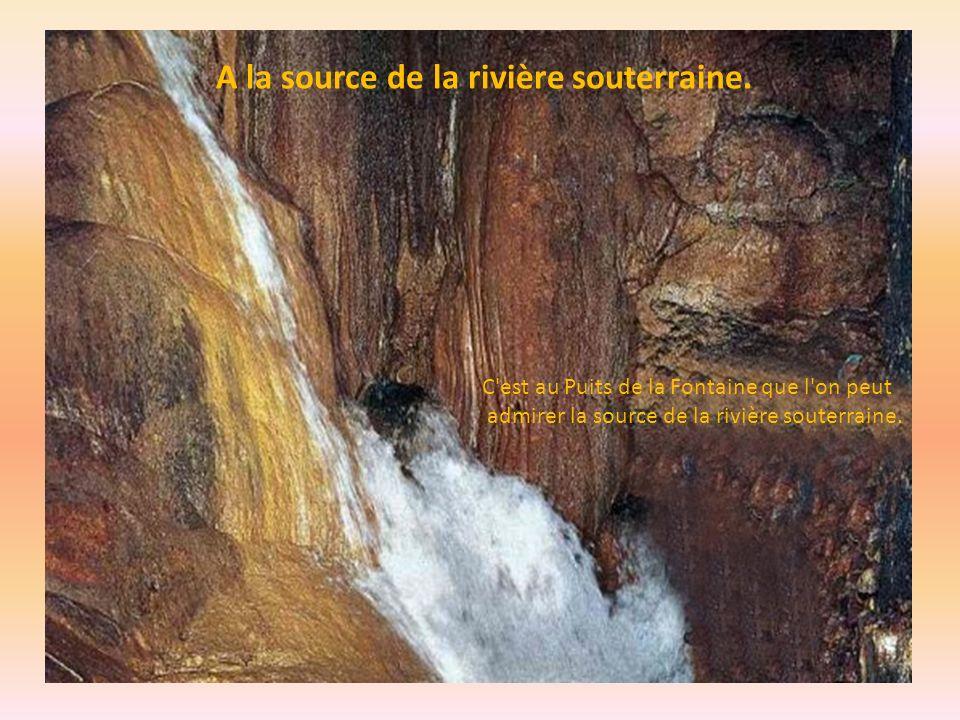 A la source de la rivière souterraine.