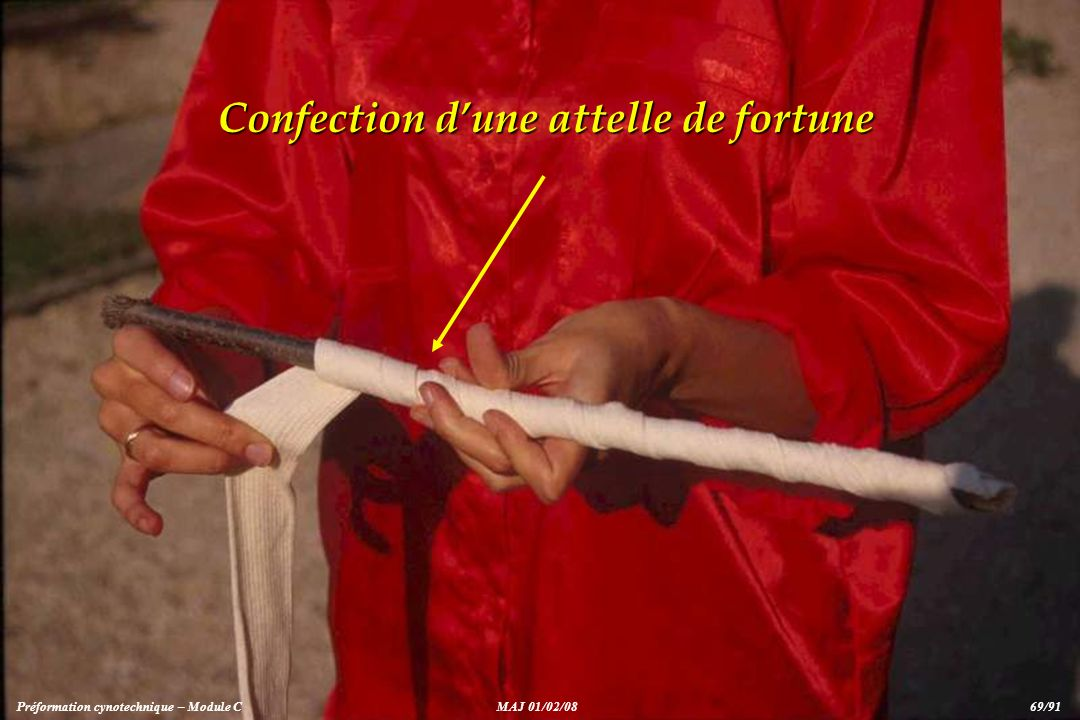 Confection d'une attelle de fortune