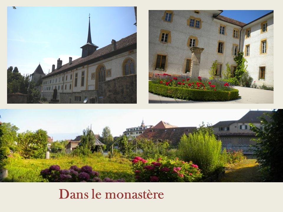 Dans le monastère