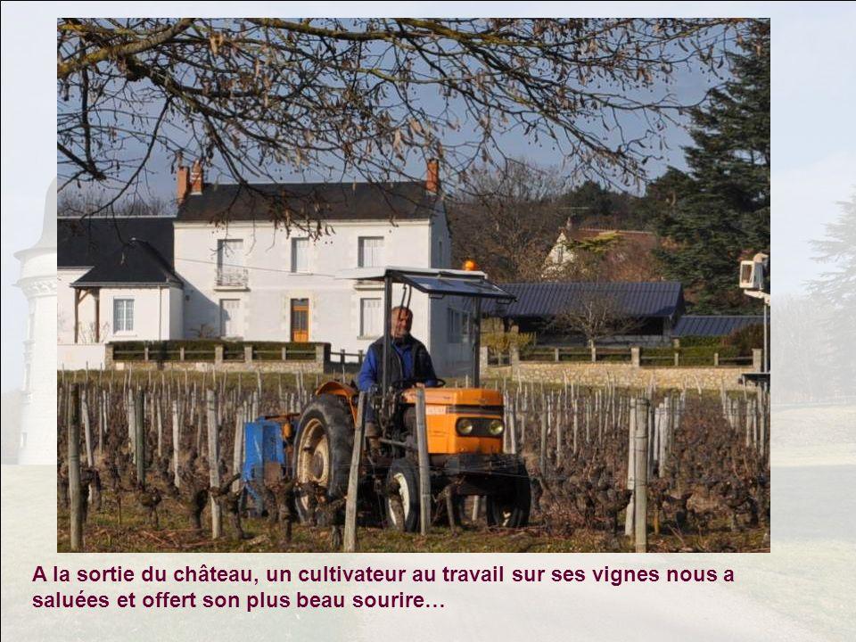 A la sortie du château, un cultivateur au travail sur ses vignes nous a saluées et offert son plus beau sourire…
