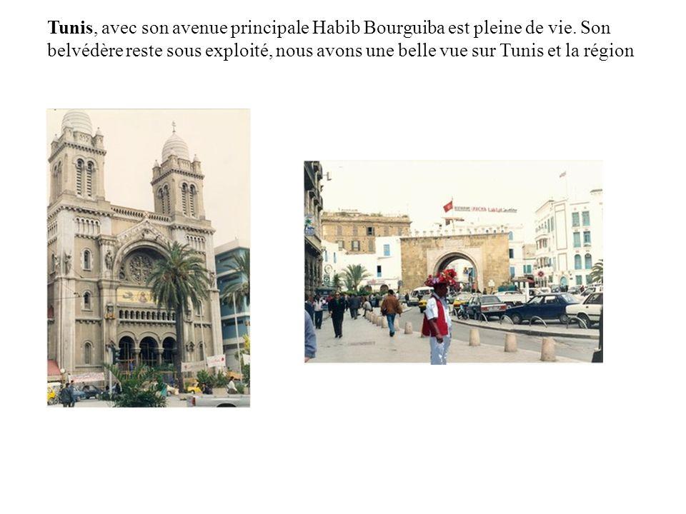 Tunis, avec son avenue principale Habib Bourguiba est pleine de vie