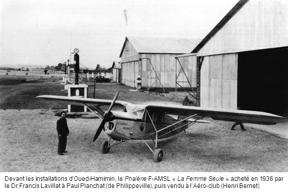 Devant les installations d'Oued-Hamimin, le Phalène F-AMSL « La Femme Seule » acheté en 1936 par le Dr Francis Lavillat à Paul Planchat (de Philippeville), puis vendu à l'Aéro-club (Henri Bernet)
