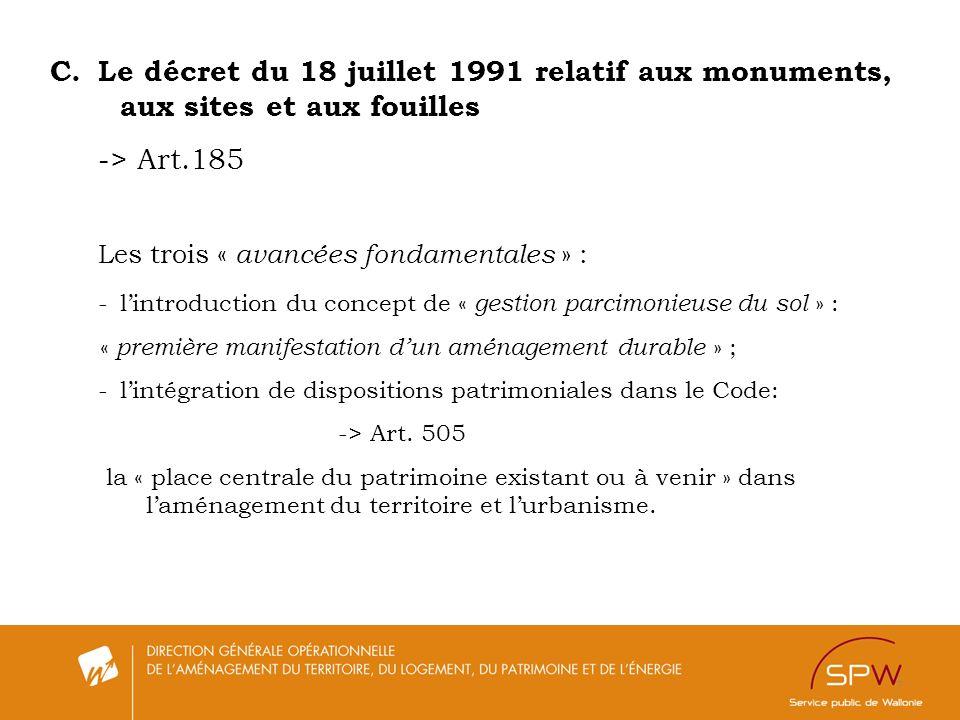 Le décret du 18 juillet 1991 relatif aux monuments,