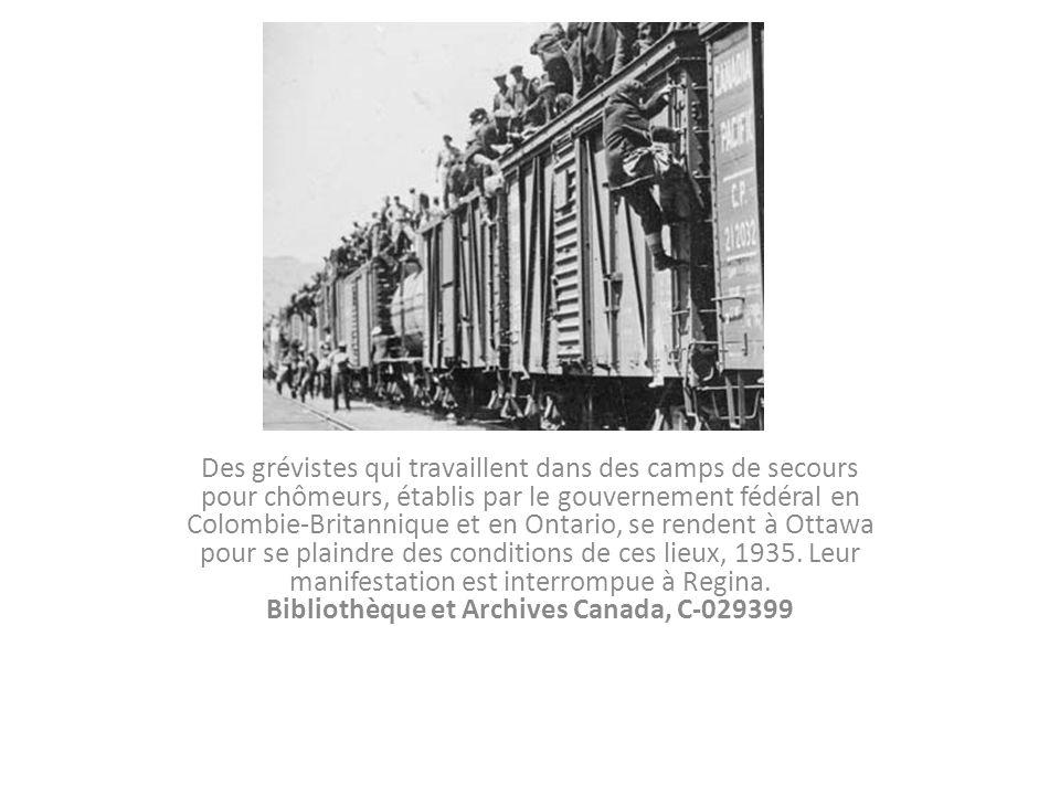 Des grévistes qui travaillent dans des camps de secours pour chômeurs, établis par le gouvernement fédéral en Colombie-Britannique et en Ontario, se rendent à Ottawa pour se plaindre des conditions de ces lieux, 1935.
