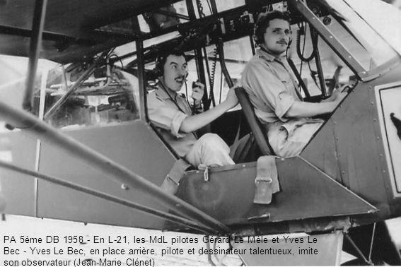 PA 5ème DB 1958 - En L-21, les MdL pilotes Gérard Le Mèle et Yves Le Bec - Yves Le Bec, en place arrière, pilote et dessinateur talentueux, imite son observateur (Jean-Marie Clénet)
