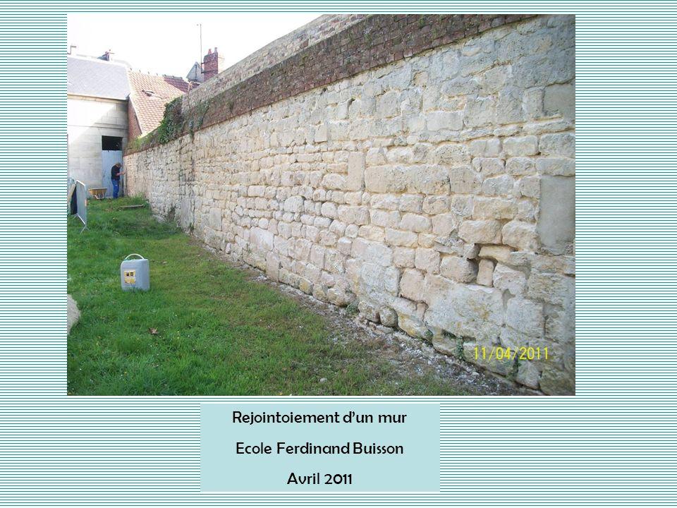 Rejointoiement d'un mur Ecole Ferdinand Buisson Avril 2011