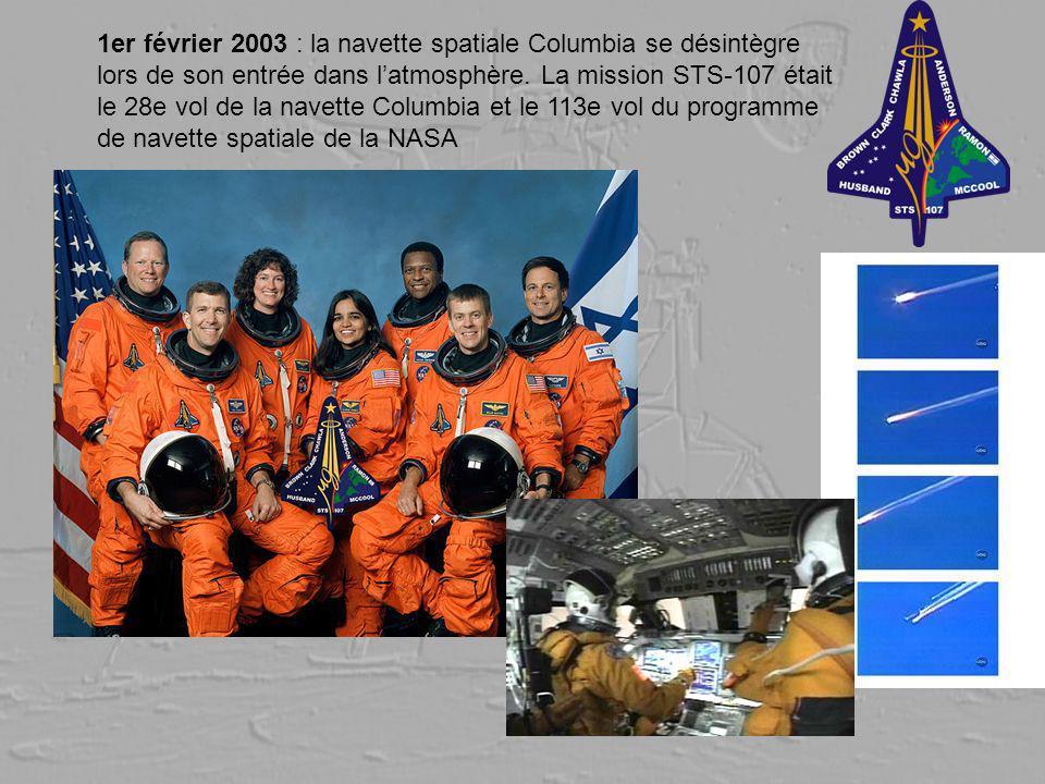 1er février 2003 : la navette spatiale Columbia se désintègre lors de son entrée dans l'atmosphère.