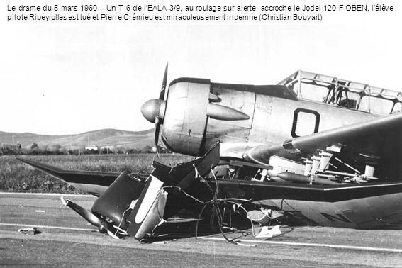 Le drame du 5 mars 1960 – Un T-6 de l'EALA 3/9, au roulage sur alerte, accroche le Jodel 120 F-OBEN, l'élève-pilote Ribeyrolles est tué et Pierre Crémieu est miraculeusement indemne (Christian Bouvart)