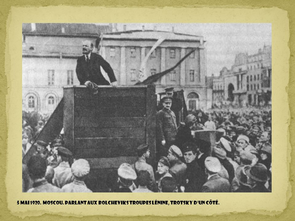 5 mai 1920. Moscou. Parlant aux bolcheviks TROUPES Lénine, Trotsky D un côté.