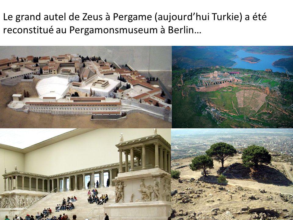 Le grand autel de Zeus à Pergame (aujourd'hui Turkie) a été reconstitué au Pergamonsmuseum à Berlin…