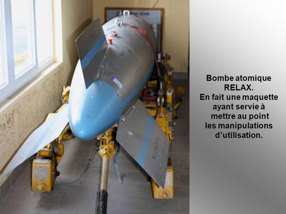 Bombe atomique RELAX. En fait une maquette. ayant servie à. mettre au point. les manipulations.