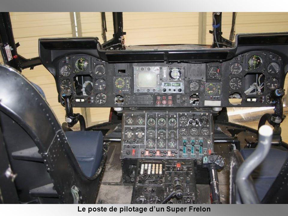Le poste de pilotage d'un Super Frelon