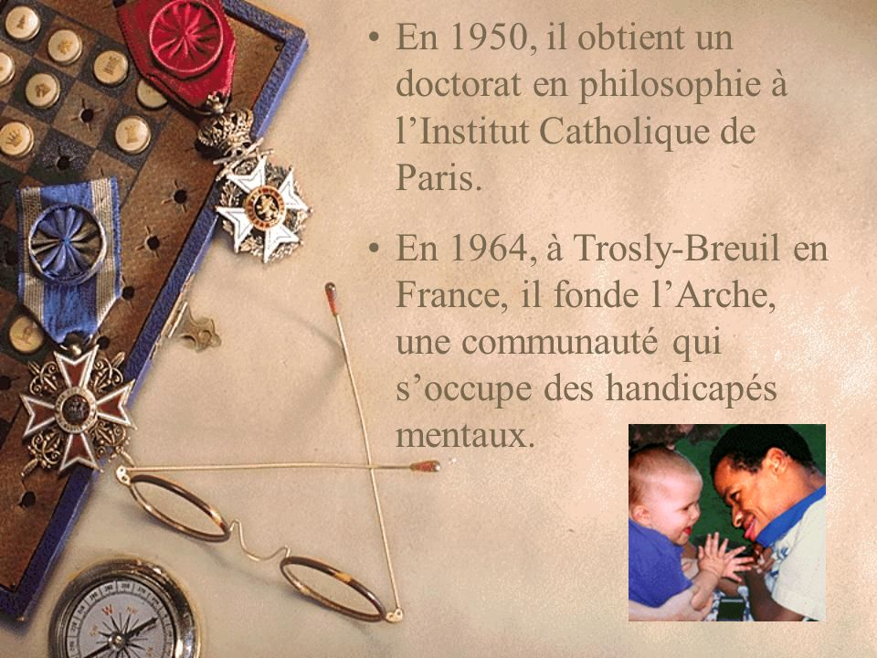 En 1950, il obtient un doctorat en philosophie à l'Institut Catholique de Paris.