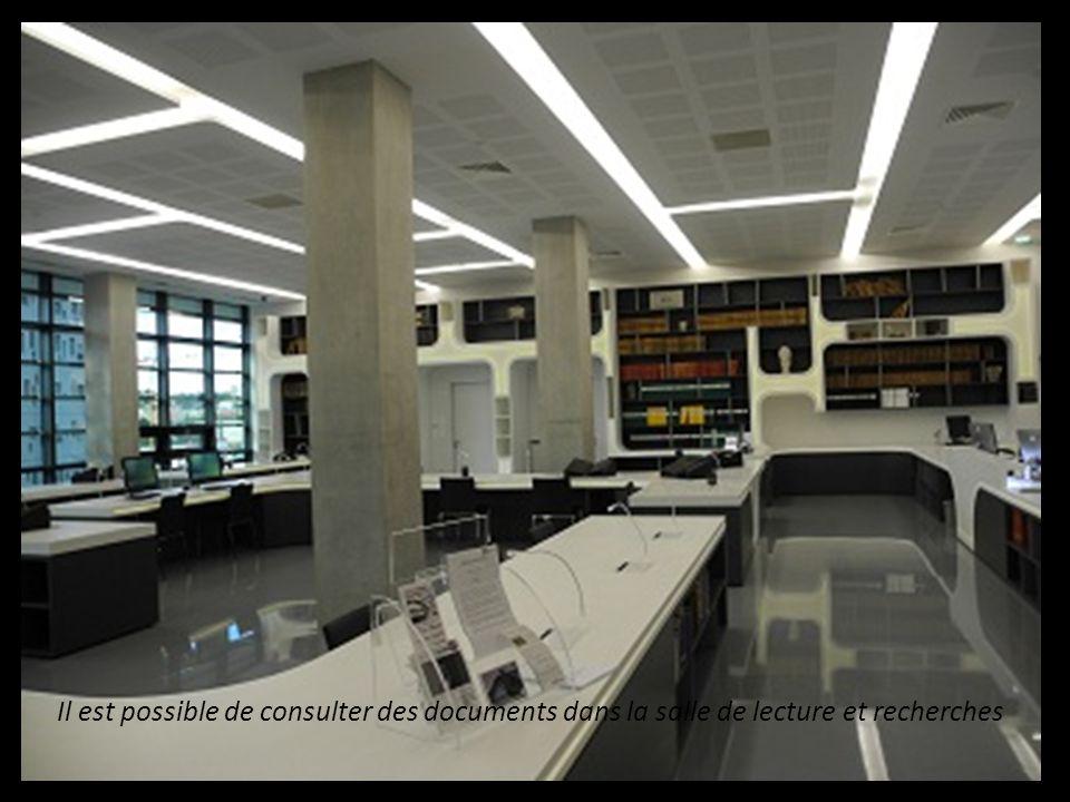 Il est possible de consulter des documents dans la salle de lecture et recherches