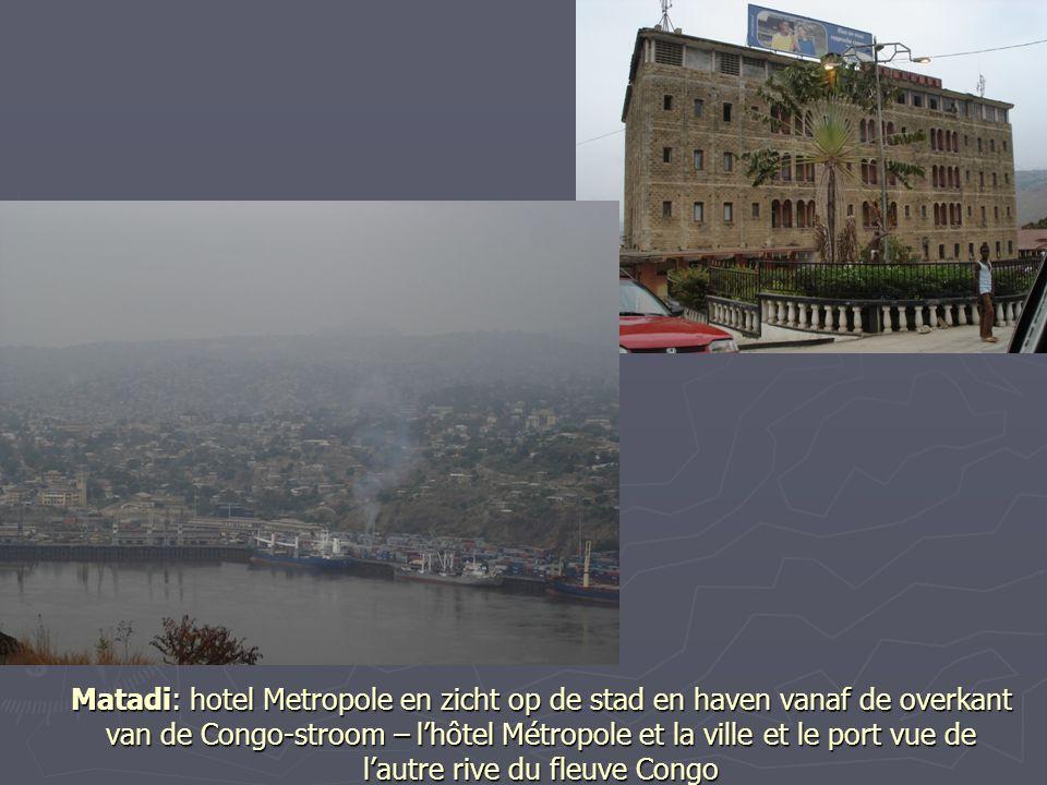 Matadi: hotel Metropole en zicht op de stad en haven vanaf de overkant van de Congo-stroom – l'hôtel Métropole et la ville et le port vue de l'autre rive du fleuve Congo