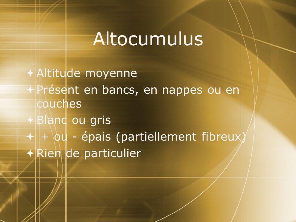 Altocumulus Altitude moyenne Présent en bancs, en nappes ou en couches