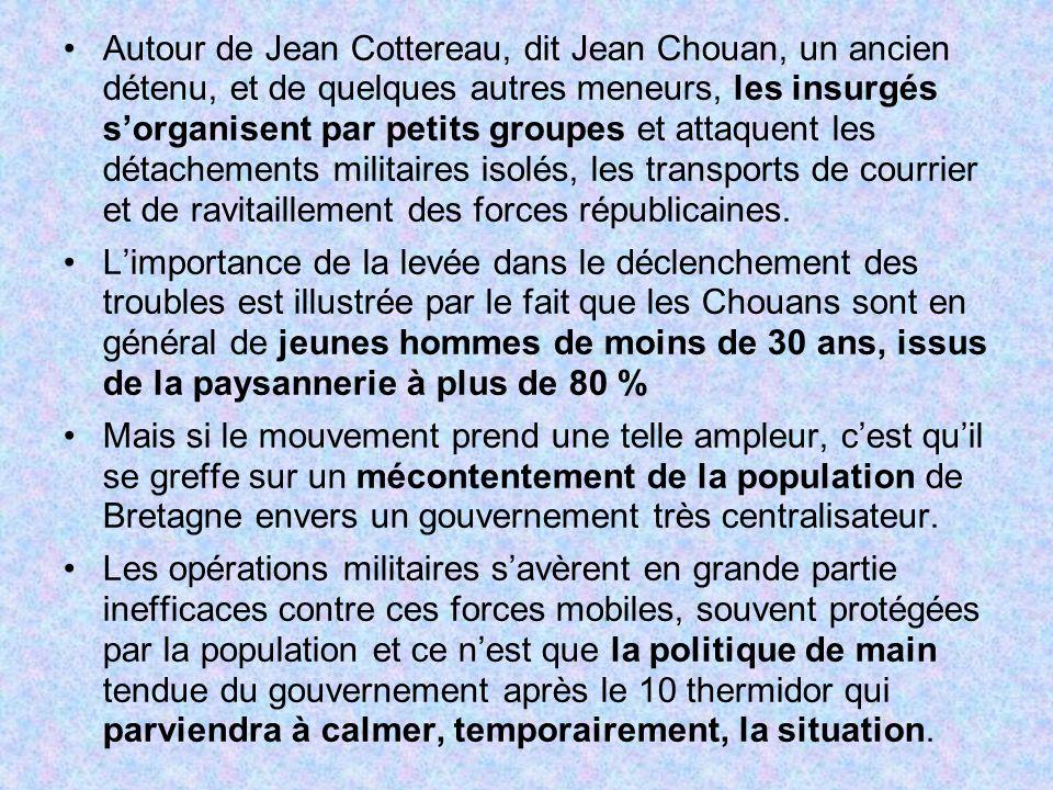 Autour de Jean Cottereau, dit Jean Chouan, un ancien détenu, et de quelques autres meneurs, les insurgés s'organisent par petits groupes et attaquent les détachements militaires isolés, les transports de courrier et de ravitaillement des forces républicaines.