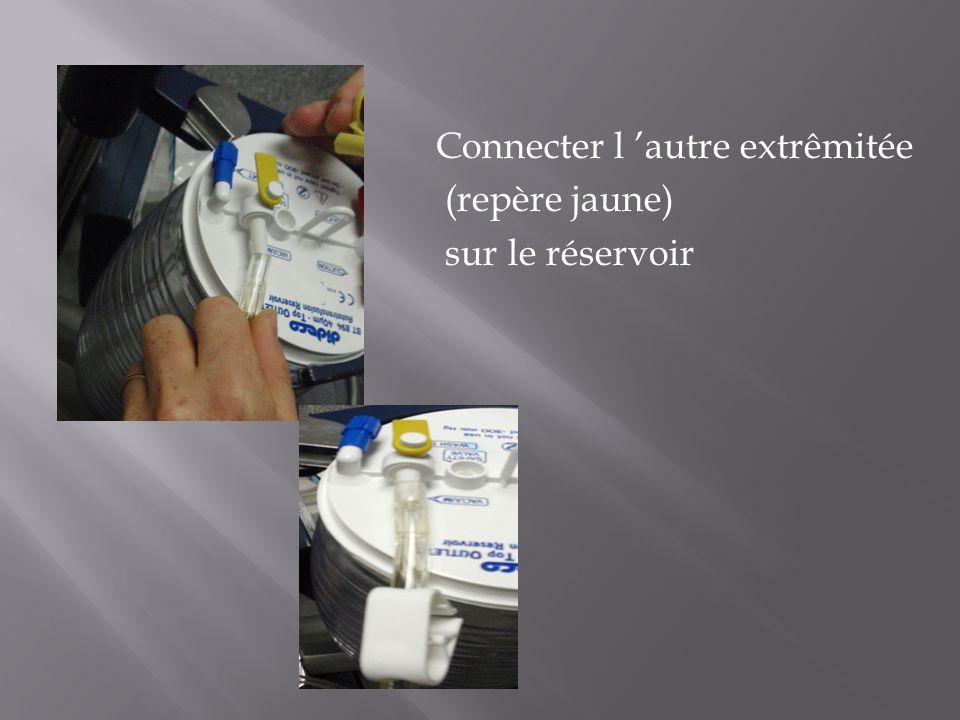 Connecter l 'autre extrêmitée (repère jaune) sur le réservoir