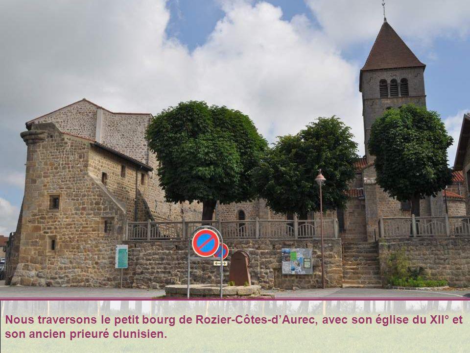 Nous traversons le petit bourg de Rozier-Côtes-d'Aurec, avec son église du XII° et son ancien prieuré clunisien.