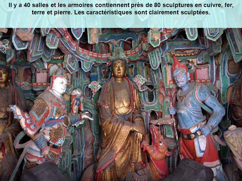 Il y a 40 salles et les armoires contiennent près de 80 sculptures en cuivre, fer, terre et pierre.