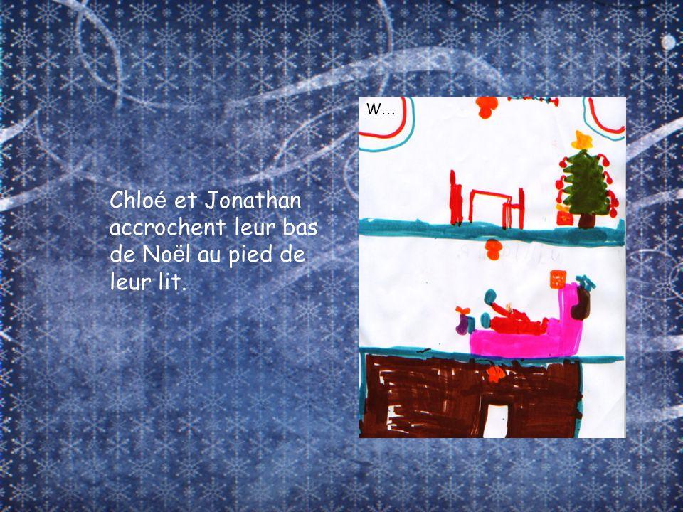 Chloé et Jonathan accrochent leur bas de Noël au pied de leur lit.