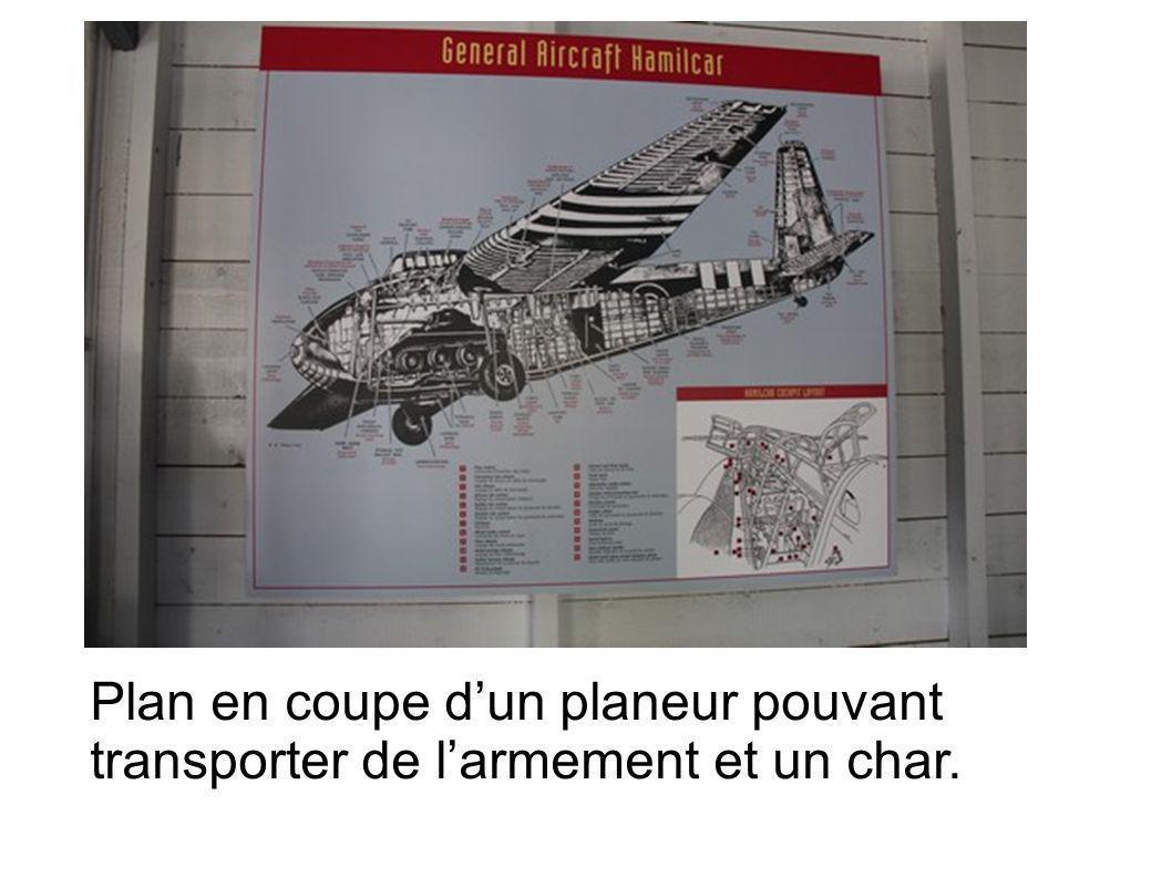 Plan en coupe d'un planeur pouvant transporter de l'armement et un char.