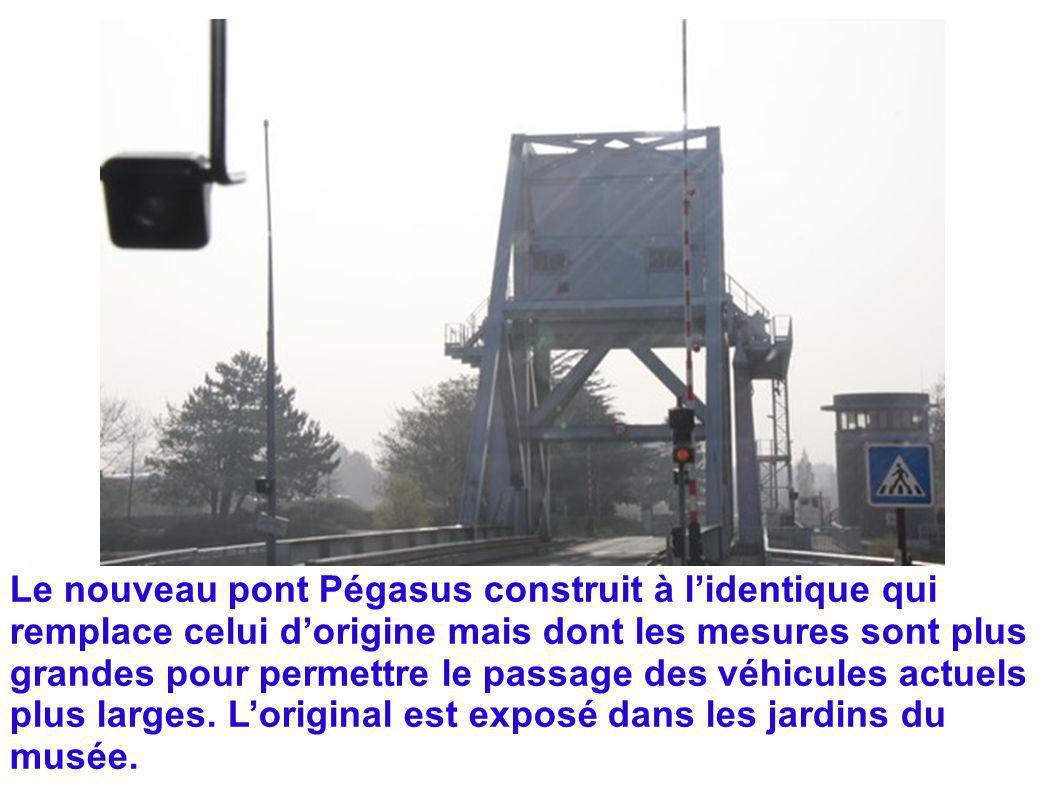 Le nouveau pont Pégasus construit à l'identique qui remplace celui d'origine mais dont les mesures sont plus grandes pour permettre le passage des véhicules actuels plus larges.