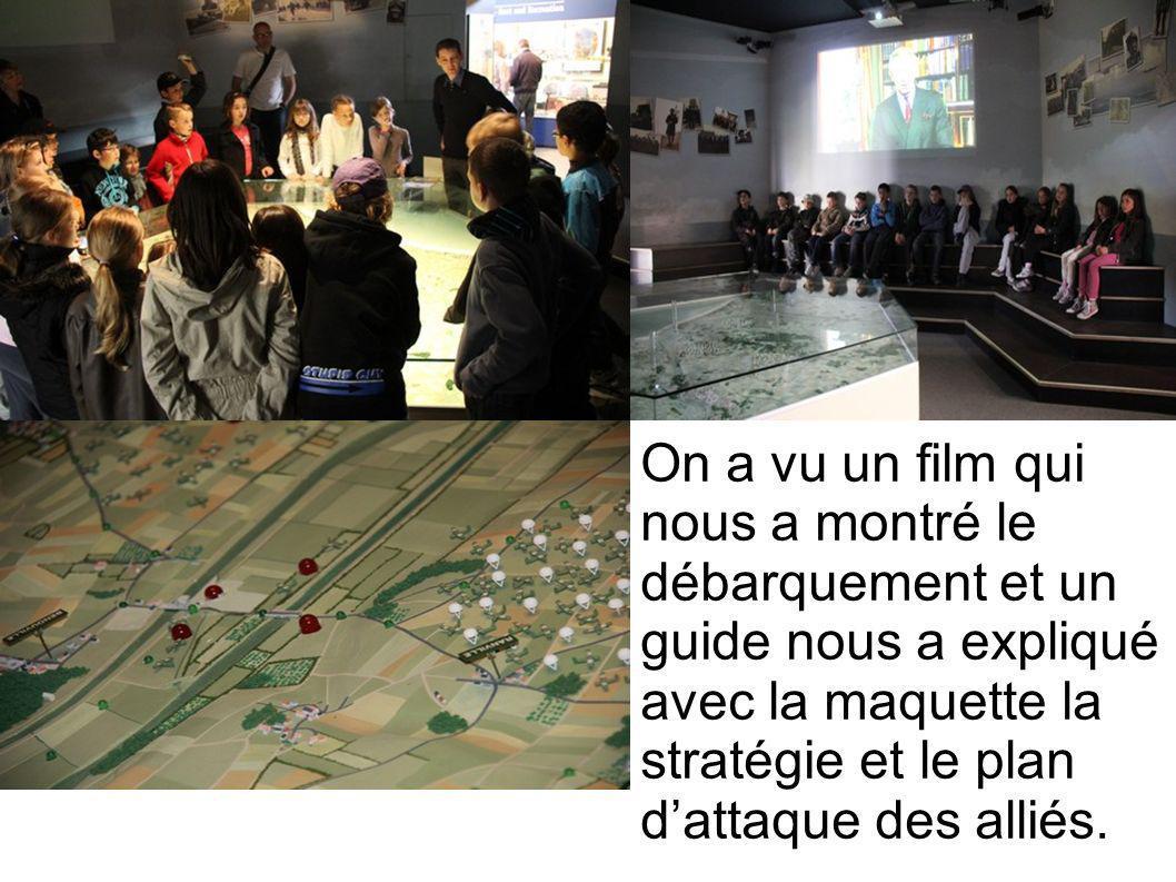 On a vu un film qui nous a montré le débarquement et un guide nous a expliqué avec la maquette la stratégie et le plan d'attaque des alliés.