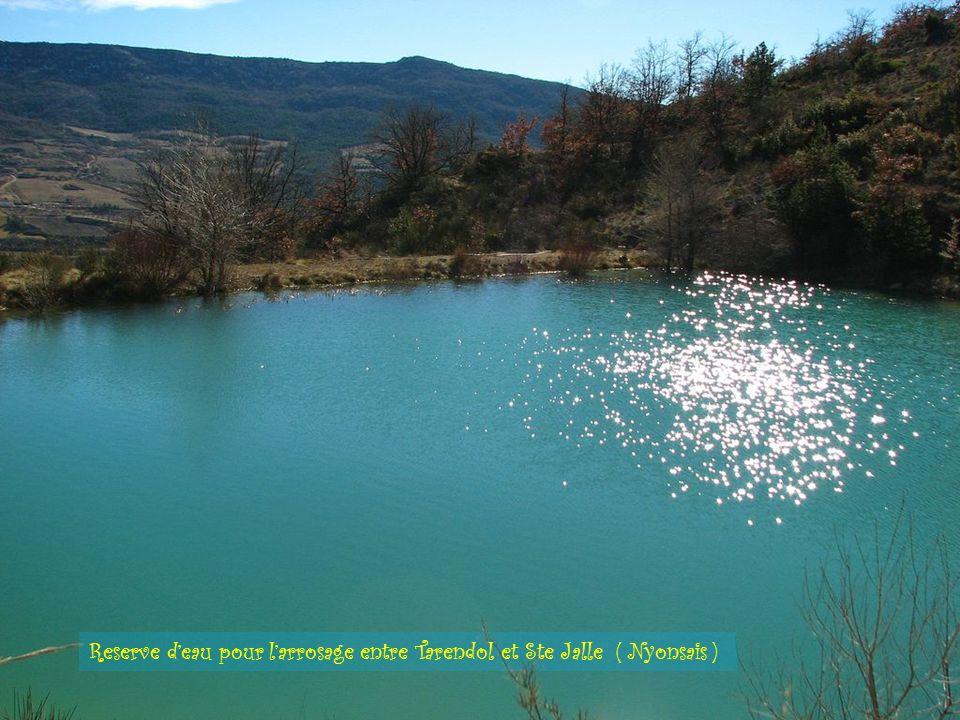 Reserve d'eau pour l'arrosage entre Tarendol et Ste Jalle ( Nyonsais )