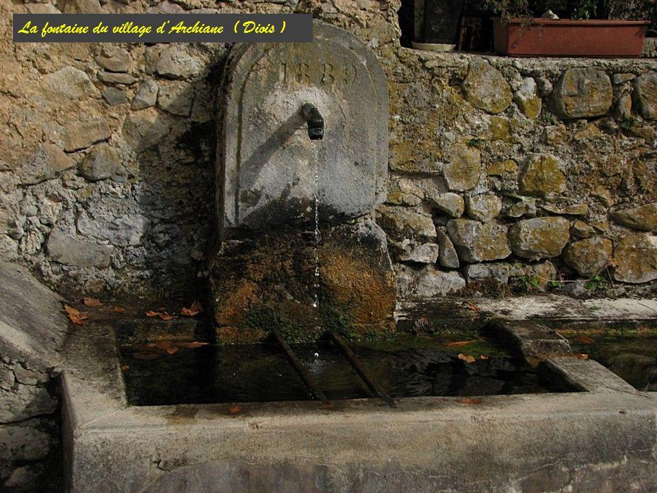 La fontaine du village d'Archiane ( Diois )