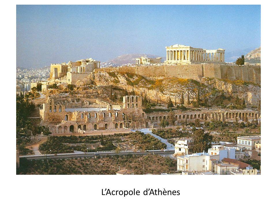 Athènes incendiée après la bataille avec les Perses en 480, l'Acropole est rebâtie sous Périclès (460-429)