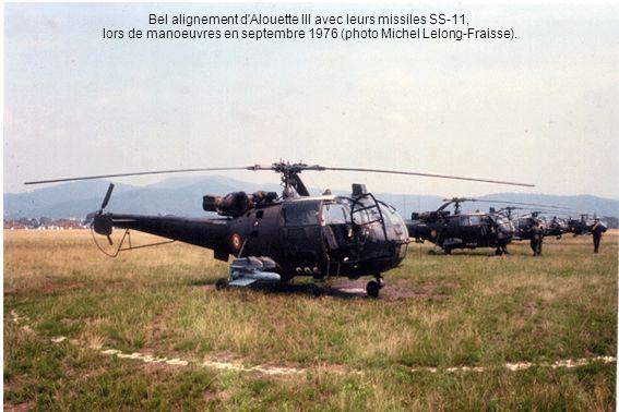 Bel alignement d Alouette III avec leurs missiles SS-11, lors de manoeuvres en septembre 1976 (photo Michel Lelong-Fraisse).