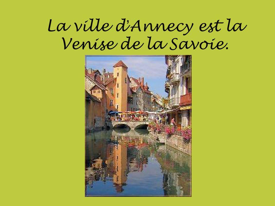 La ville d'Annecy est la Venise de la Savoie.